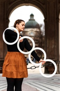 kathrin-wagner-ring-juggling-in-line-683x1024